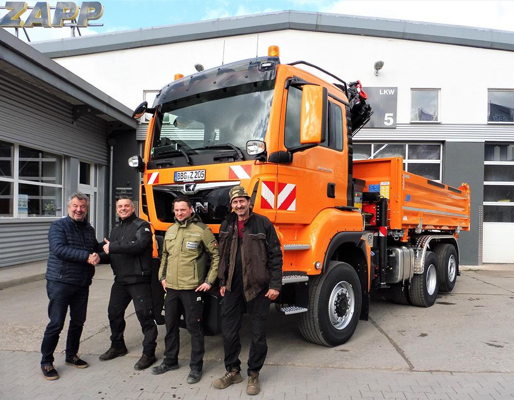 Neuer MAN-Truck bei der Übergabe an Gress und Zapp in Bernburg